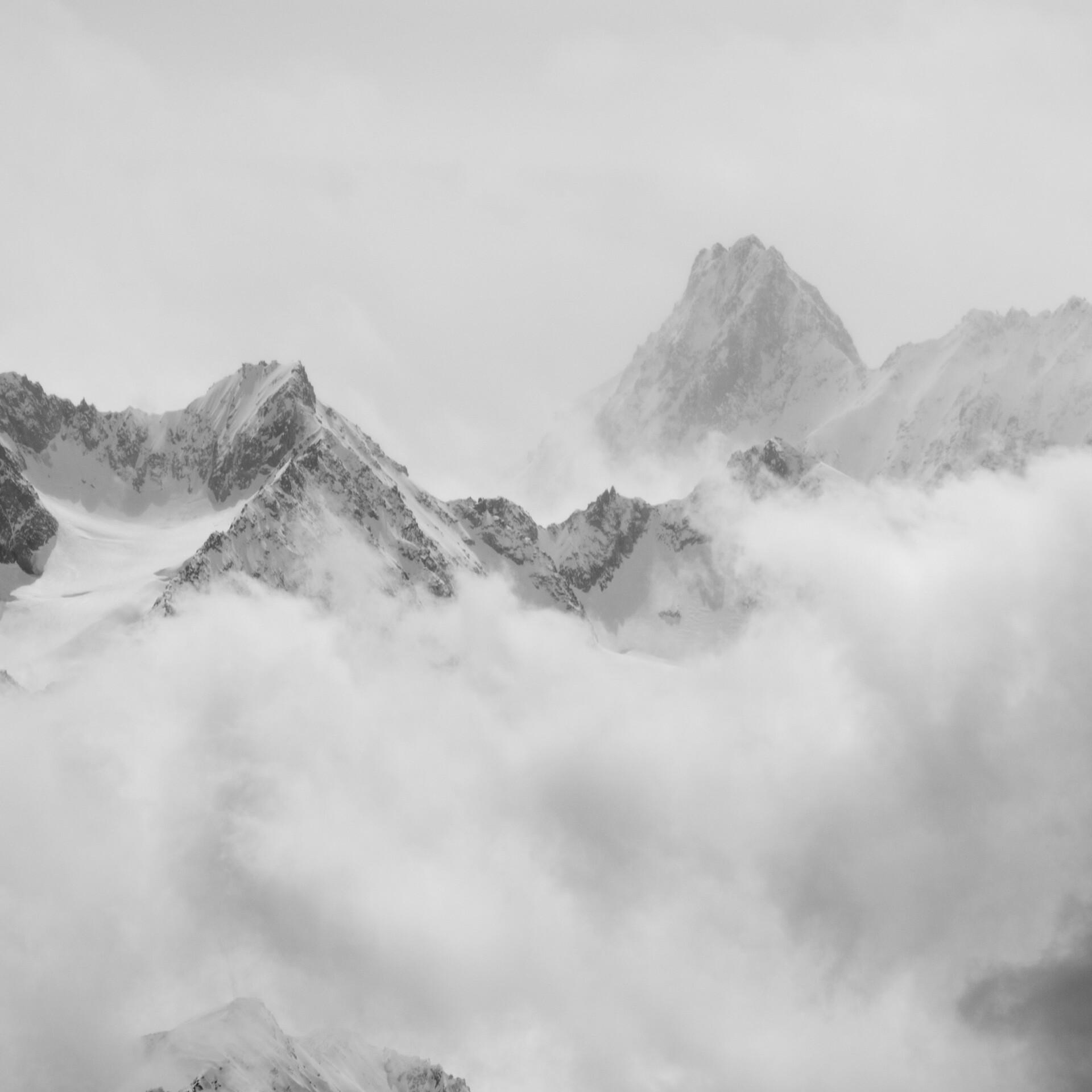 Gebirge mit Wolken