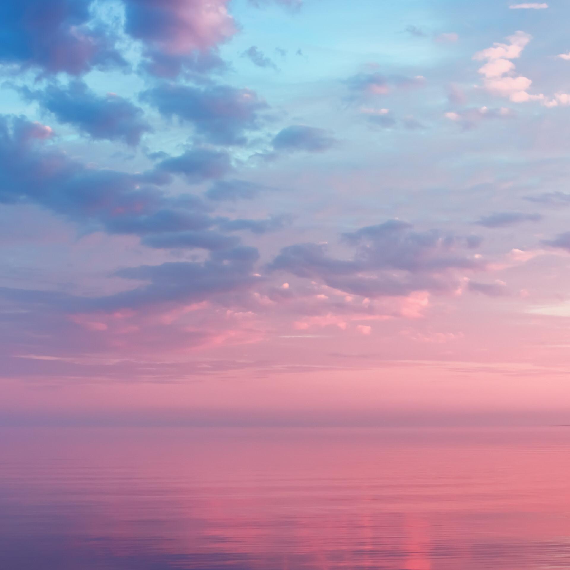 Morgenrot über dem Meer