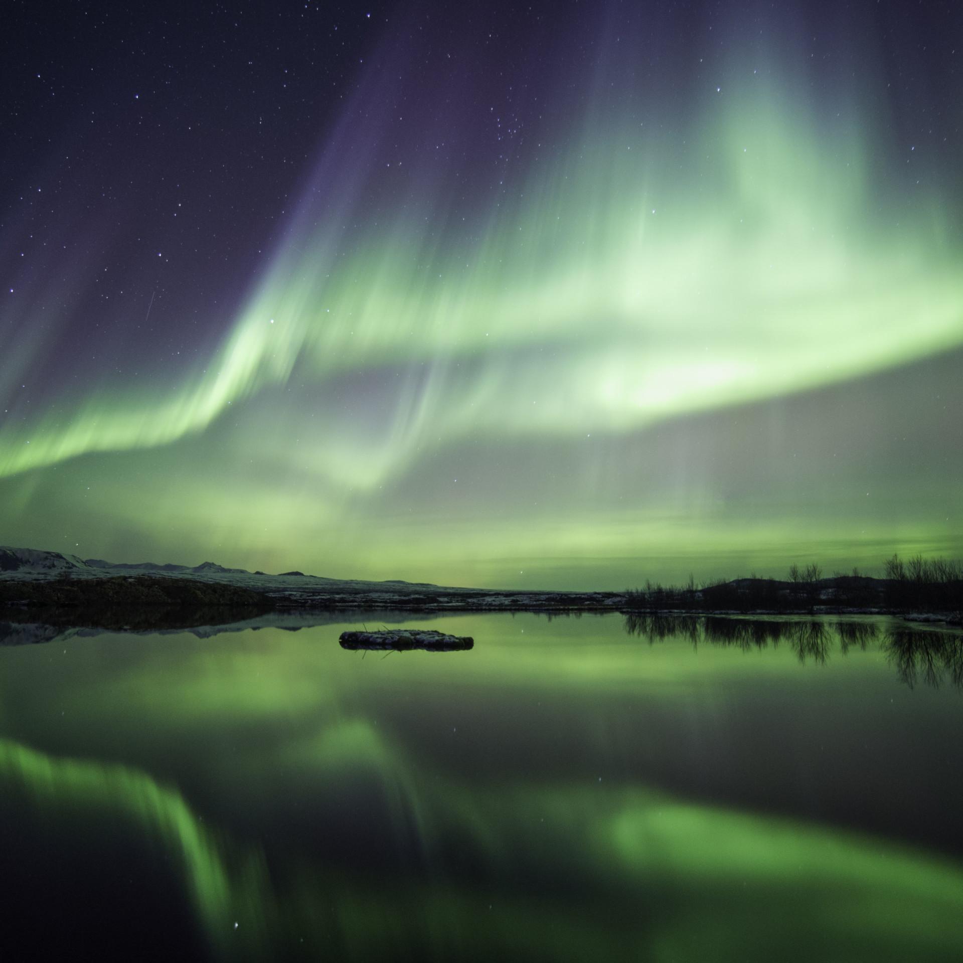 Polarlicht über einem See