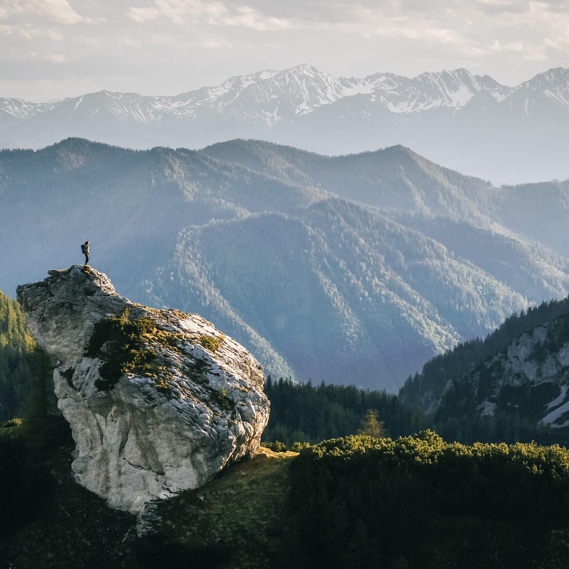 Bergpanorama mit Aussichtspunkt