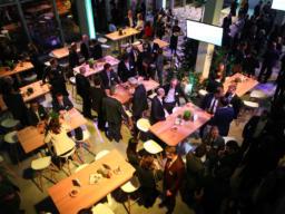Eröffnung des Fraunhofer IKS: Get Together in München hoch 5 im Werksviertel.