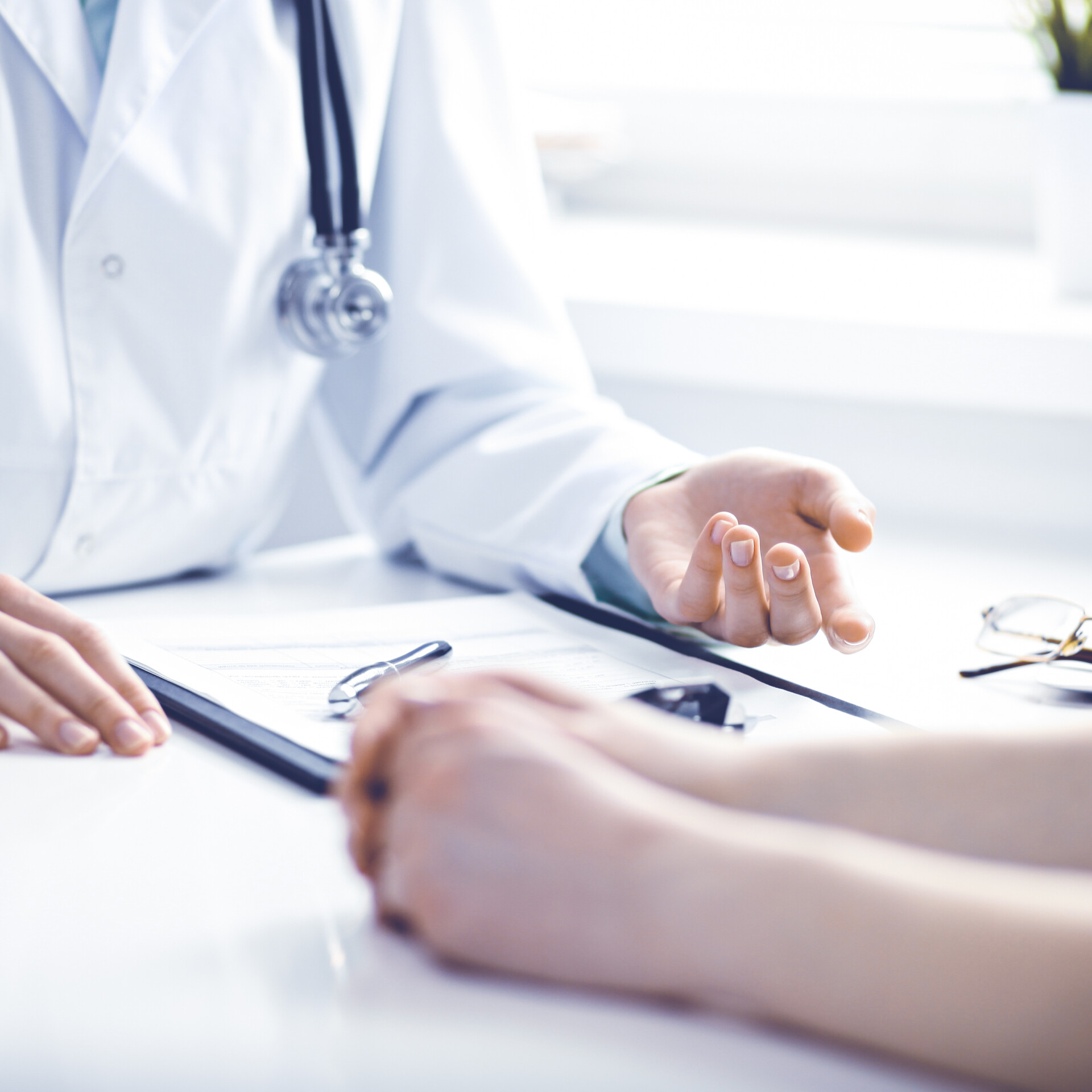 Arzt und Patientin im Gespräch